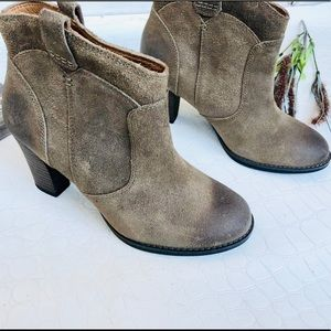 Clarks Heath Harrier Ankle Suede Leather Booties